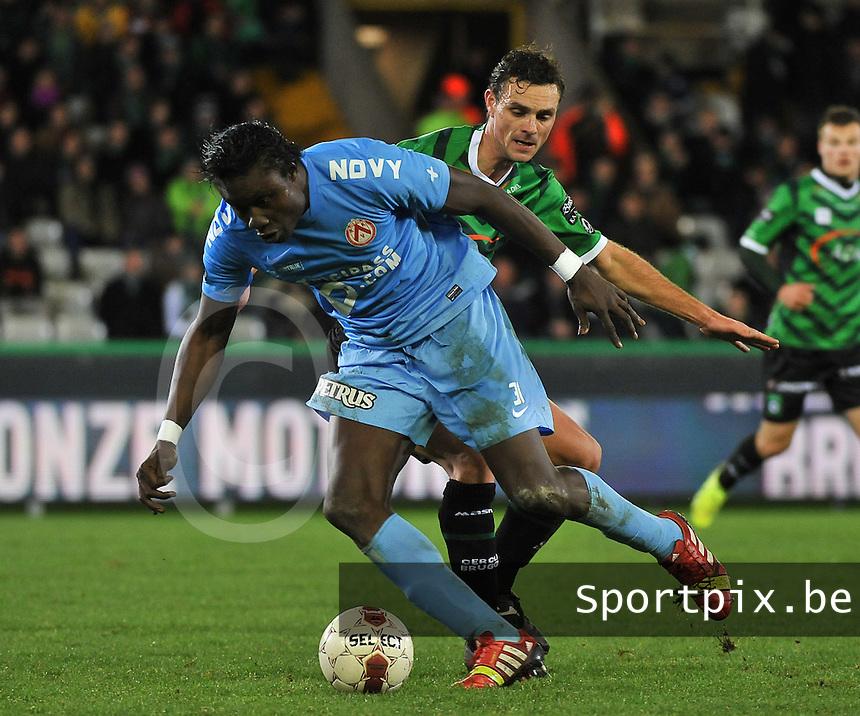 Cercle Brugge - KV Kortrijk : Elimane Coulibaly (links) aan de bal voor Stef Wils (rechts)<br /> foto VDB / Bart Vandenbroucke