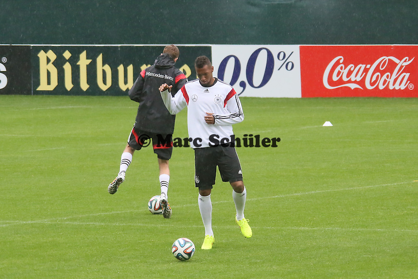 Jerome Boateng ohne Regenjacke - Training der Deutschen Nationalmannschaft  zur WM-Vorbereitung in St. Martin