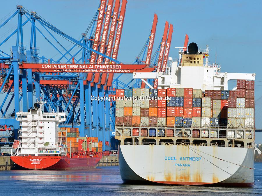 Containerterminal Altenwerder Containerschiff und Feederr: EUROPA, DEUTSCHLAND, HAMBURG, (EUROPE, GERMANY), 24.10.2013 Containerterminal Altenwerder Containerschiff und Feeder