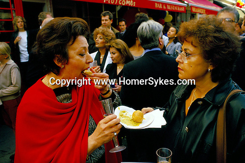 Belgravia. London Motcombe Street street party. July 1998