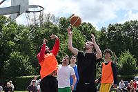 Nauheim 20.05.2017: Streetball-Turnier der Kinder- und Jugendf&ouml;rderung<br /> <br /> Foto: Vollformat/Marc Sch&uuml;ler, Sch&auml;fergasse 5, 65428 R'heim, Fon 0151/11654988, Bankverbindung KSKGG BLZ. 50852553 , KTO. 16003352. Alle Honorare zzgl. 7% MwSt.
