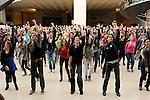 FLASHMOB DE 300 DANSEURS POUR 24 ENFANTS AU LOUVRE....Flashmob du 29 novembre au Musee du Louvre..Organisée par l'ONG « La Chaîne de l'Espoir », cette opération a pour but de collecter des dons pour financer les opérations chirurgicales dont ont besoin 24 enfants issus du monde entier et qui ne peuvent subir, dans leur pays, l'acte médical simple qui leur sauvera la vie.....La BAB s'est associée à Marie-Agnès Gillot, danseuse étoile de l'Opéra de Paris, pour organiser un grand happening artistique.....LE BUT : Réunir 300 personnes (danseurs ET amateurs) autour des danseurs de l'Opéra de Paris. Ensemble et grâce aux conseils de professionnels, ils reproduiront une chorégraphie simple mais coordonnée afin d'offrir un spectacle spontané et très éphémère aux passants qui se trouveront sur le lieu de performance.....Choregraphie : GILLOT Marie Agnes..Compagnie : Ballet national de l Opera de Paris..Avec :..GILLOT Marie Agnes..Cadre : 24 heures pour 24 enfants..Lieu : Opera Garnier..Ville : Paris..Le : 29 11 2009..© Laurent PAILLIER / photosdedanse.com..All rights reserved