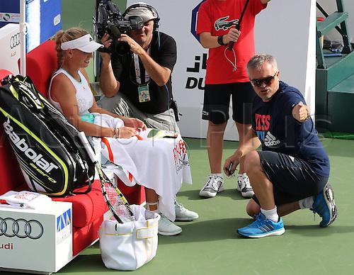 19.02.2014. Dubai, UAE.  Dubai Tennis Championships 2014,WTA Tennis Tournament,International Series, Piotr Wozniacki, Vater von Caroline Wozniacki (DEN) speaks with her coach