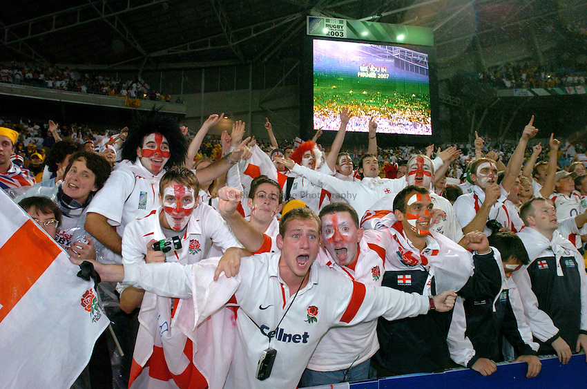Photo: Richard Lane..Australia v England. Rugby World Cup Final, at the Telstra Stadium, Sydney. RWC 2003. 22/11/2003. .England fans celebrate.