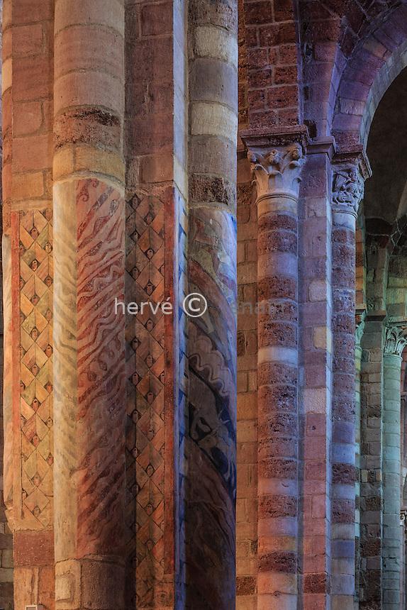 France, Haute-Loire (43), Brioude, la Basilique Saint-Julien de Brioude, piliers de la nef // France, Haute Loire, Brioude, Basilica of Saint Julien,  frescoes on the pillars of the nave
