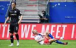 v.l. Denis Linsmayer, Rick van Drongelen (HSV, verletzt)<br />Hamburg, 28.06.2020, Fussball 2. Bundesliga, Hamburger SV - SV Sandhausen<br />Foto: VWitters/Witters/Pool//via nordphoto<br /> DFL REGULATIONS PROHIBIT ANY USE OF PHOTOGRAPHS AS IMAGE SEQUENCES AND OR QUASI VIDEO<br />EDITORIAL USE ONLY<br />NATIONAL AND INTERNATIONAL NEWS AGENCIES OUT