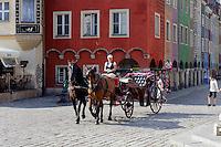 Pferdekutsche am alten Marktplatz (Stary Rynek) in Posnan (Posen), Woiwodschaft Gro&szlig;polen (Wojew&oacute;dztwo wielkopolskie), Polen Europa<br /> Carriage at Old Market Place (Stary Rynek) in Pozan, Poland, Europe