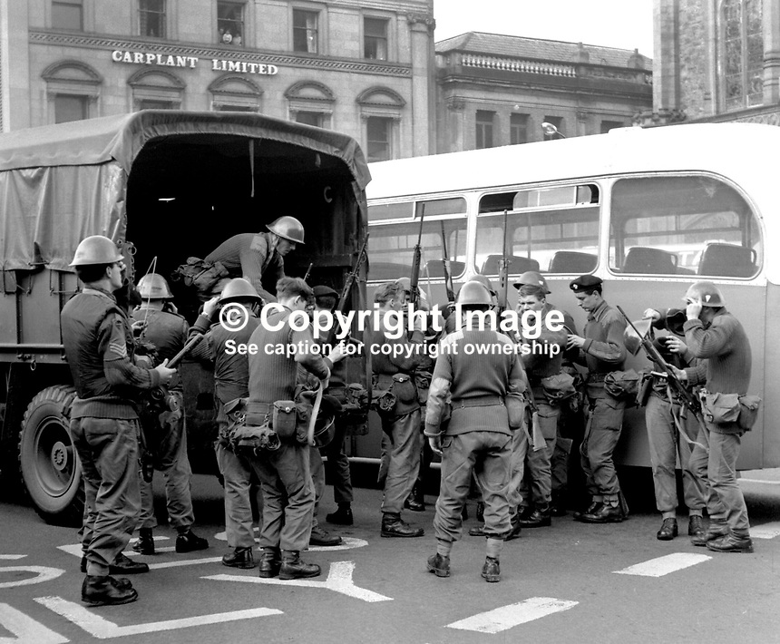Guildhall Square, Londonderry, N Ireland, UK: British troops arrive in army lorry in August 1969 to take over from the riot-weary members of the RUC, Royal Ulster Constabulary who have been engaged in the Battle of the Bogside. 196909140001..Copyright Image from Larry Doherty, c/o Victor Patterson, 54 Dorchester Park, Belfast, UK, BT9 6RJ..Tel: +44 28 9066 1296.Mob: +44 7802 353836.Voicemail +44 20 8816 7153.Skype: victorpattersonbelfast.Email: victorpatterson@mac.com.Email: victorpatterson@ireland.com (back-up)..IMPORTANT: If you wish to use this image or any other of my images please go to www.victorpatterson.com and click on the Terms & Conditions. Then contact me by email or phone with the reference number(s) of the image(s) concerned.
