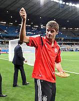 FUSSBALL WM 2014                HALBFINALE Brasilien - Deutschland          08.07.2014 Thomas Mueller (Deutschland) jubelt mit einem Teller Pasta nach dem Abpfiff
