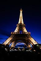 PARIS, FRANÇA, 17/06/2019 - TURISMO-FRANÇA - Torre Eiffel é uma torre treliça de ferro do século XIX localizada no Champ de Mars, em Paris, a qual se tornou um ícone mundial da França. A torre, que é o edifício mais alto da cidade, é o monumento pago mais visitado do mundo, com milhões de pessoas frequentando-o anualmente. (Foto: Vanessa Carvalho/Brazil Photo Press)