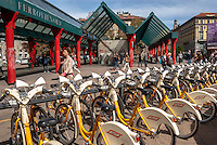 Milano, bike sharing presso la stazione Cadorna --- Milan, bike sharing at Cadorna station