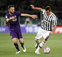 Calcio, Serie A: Fiorentina vs Juventus. Firenze, stadio Artemio Franchi, 24 aprile 2016.<br /> Juventus&rsquo; Mario Mandzukic, right, is challenged by Fiorentina&rsquo;s Milan Badelj during the Italian Serie A football match between Fiorentina and Juventus at Florence's Artemio Franchi stadium, 24 April 2016. <br /> UPDATE IMAGES PRESS/Isabella Bonotto