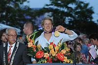 TURNEN: HEERENVEEN: centrum Heerenveen, 16-08-2012, Huldiging Olympisch kampioen Epke Zonderland, waarnemend burgemeester Lykele Buwalda, Epke Zonderland met z'n gouden medaille, ©foto Martin de Jong
