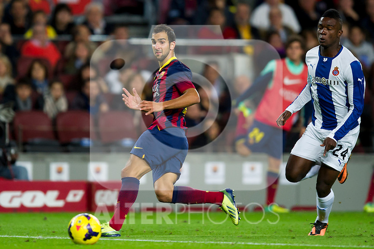 FC Barcelona's Martin Montoya (left) and RCD Espanyol's Jhon Cordoba (right) during La Liga 2013-2014 match. November 1, 2013. (ALTERPHOTOS/Alex Caparros)