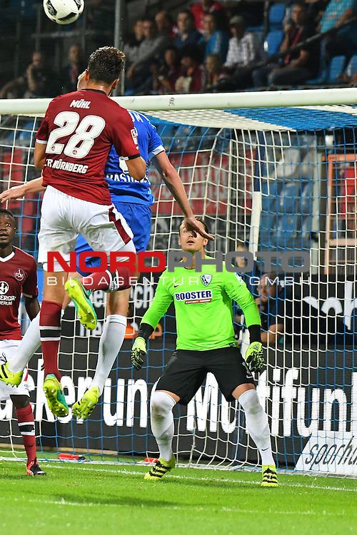 16.09.2016, Vonovia Ruhrstadion , Bochum, GER, 2.FBL., VfL Bochum vs. FC Nuernberg  <br /> im Bild / picture shows: <br /> Lukas M&uuml;hl (1.FC Nuernberg #28) verletzte sich schwer Kopfplatzwunde lag blut&uuml;berstr&ouml;mt im Strafraum wird behandelt <br /> <br /> <br /> <br /> Foto &copy; nordphoto / Meuter