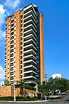 Prédio residencial no bairro Perdizes em São Paulo. 2003. Foto de Juca Martins.
