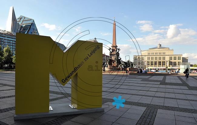 Augustusplatz - gro&szlig;es gelbes M (Buchstabe M wie Mendelssohn ) vor dem Gewandhaus - Feature Klassik Konzert Musik. Foto: Norman Rembarz<br /> <br /> Norman Rembarz , Autorennummer 41043728 , Holbeinstr. 14, 04229 Leipzig, Tel.: 01794887569, Hypovereinsbank: BLZ: 86020086, KN: 357889472, St.Nr.: 231/261/06432 - Jegliche kommerzielle Nutzung ist honorar- und mehrwertsteuerpflichtig! Pers&ouml;nlichkeitsrechte sind zu wahren. Es wird keine Haftung &uuml;bernommen bei Verletzung von Rechten Dritter. Autoren-Nennung gem. &sect;13 UrhGes. wird verlangt. Weitergabe an Dritte nur nach  vorheriger Absprache.