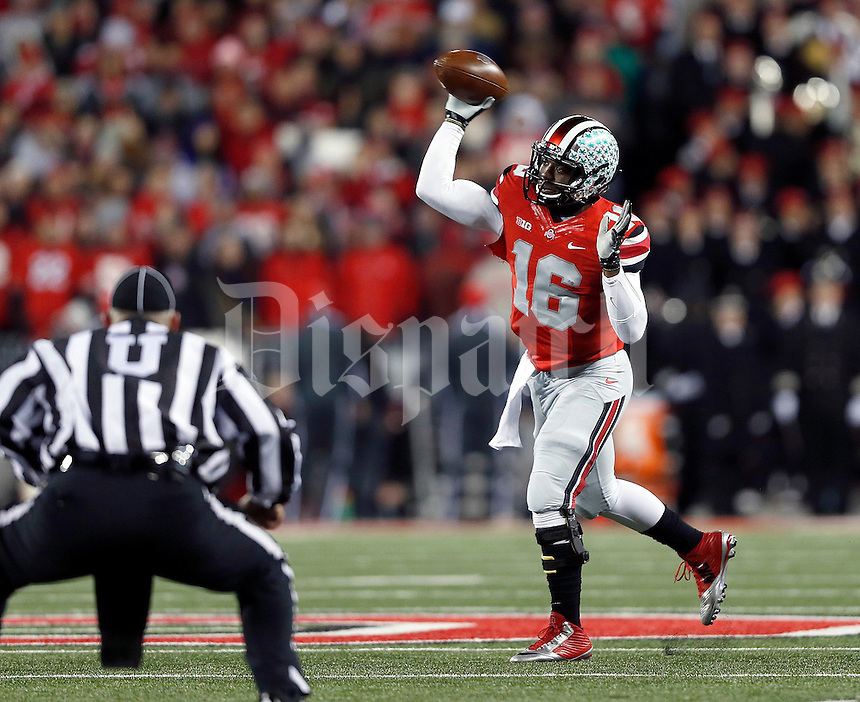 Ohio State Buckeyes quarterback J.T. Barrett (16) throws in the first quarter of the NCAA football game at Ohio Stadium on Saturday, November 1, 2014. (Columbus Dispatch photo by Jonathan Quilter)