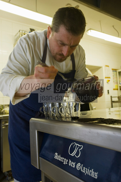 Europe/France/Bretagne/29/Finistère/Plomodiern:Olivier Bellin de l'Auberge des Glazicks en cuisine [Non destiné à un usage publicitaire - Not intended for an advertising use]
