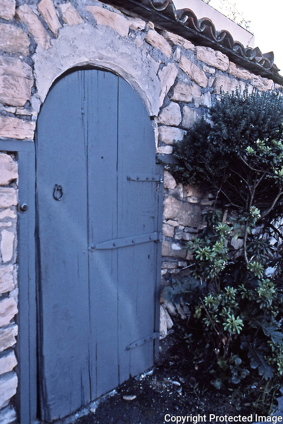 Larkin House: Detail--courtyard gate.