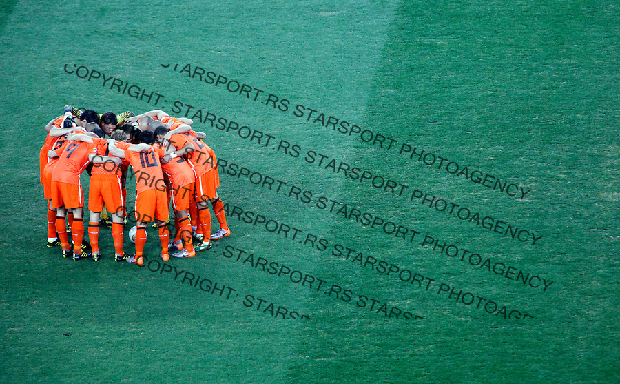 Dutch players before start of the final match of the 2010 FIFA World Cup - Johannesburg, South Africa, Sunday, July, 11, 2010. Final match, Netherlands vs Spain, Soccer City Stadium (credit & photo: Pedja Milosavljevic / +381 64 1260 959 / thepedja@gmail.com / STARSPORT )