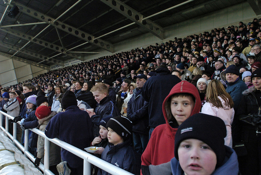 Photo. Jed Wee..Newcastle Falcons v Sale Sharks, Zurich Premiership, 02/01/2005..Fans in the Kingston Park South Stand.