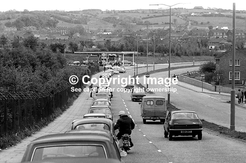 If only business was this good every day! A back-up of cars on the Knockbreda dual carriageway, Belfast, N Ireland, during the UWC strike as motorists queue to refuel at one of the few filling stations that were open. 197405220290<br />