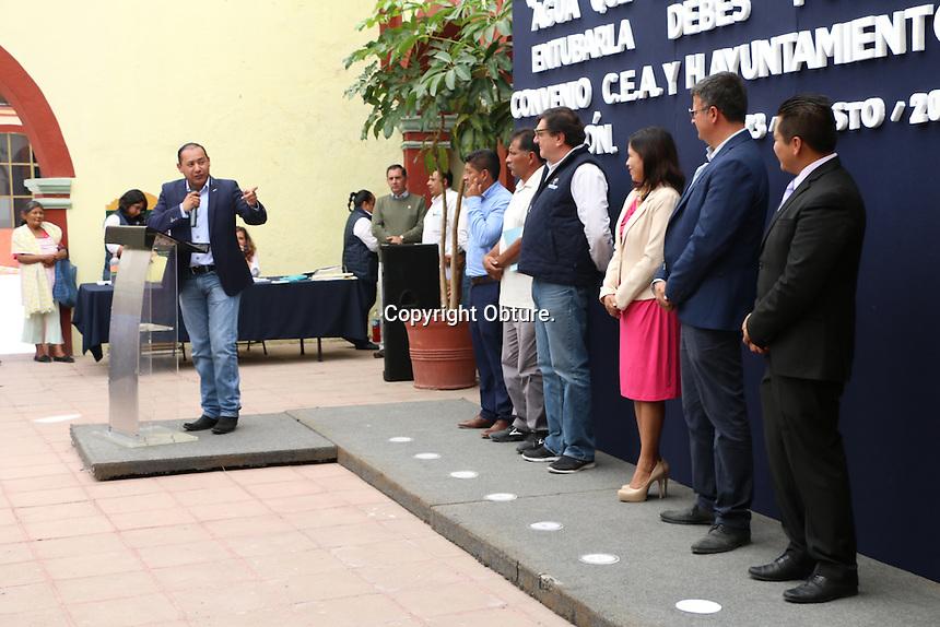 Colón, Querétaro, 23 de Agosto de 2016.- Firma convenio CEA y el Ayuntamiento de Colón que preside el alcalde José Alejandro Ochoa Valencia. En este acuerdo posibilitará mejorar la forma en que llegará el agua potable a los habitantes de Colón.