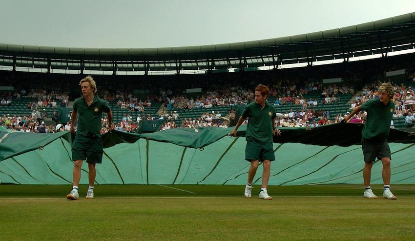 Photo: Richard Lane..Wimbledon Championships. 05/07/2006. .Groundsmen pull on covers on Court One.
