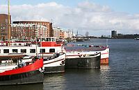 Nederland Amsterdam  2017.  KNSM-Eiland. Boten liggen aan de Levantkade . Foto Berlinda van Dam / Hollandse Hoogte