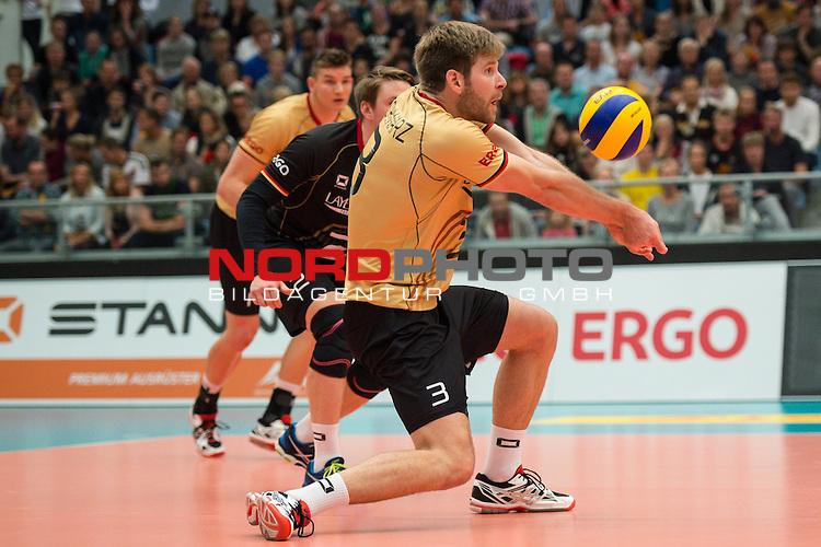 04.10.2015, CU Arena, Hamburg<br /> Volleyball, Laenderspiel / Laenderspiel, Deutschland vs. Russland<br /> <br /> Annahme Sebastian Schwarz (#3 GER)<br /> <br />   Foto &copy; nordphoto / Kurth