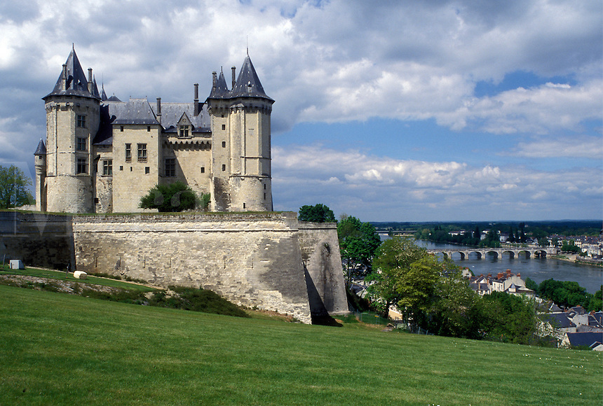 castle, France, Saumur, Loire Valley, Loire Castle Region, Pays de la Loire, Maine-et-Loire, Europe, 14th century castle along the Loire River in Saumur.
