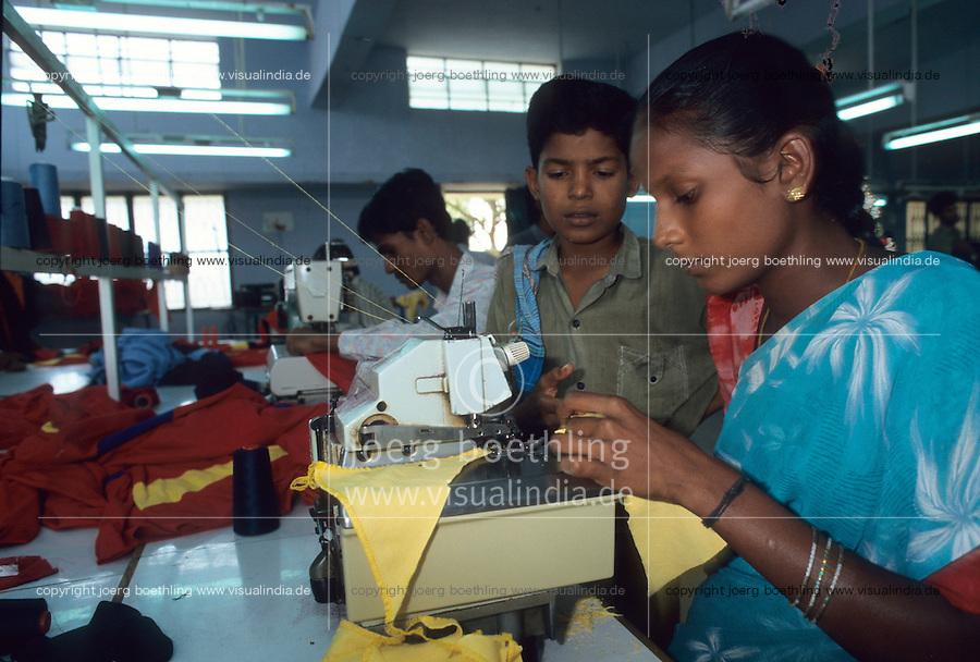 """Asien Indien IND Tamil Nadu Tirupur , .Kinder in einer Textilfabrik n?hen T-shirts f?r den Export fuer westliche Textildiscounter - Industrie Textil Textilien saubere Kleidung Textilbetriebe Globalisierung Arbeit Textilarbeiter  Dritte Welt Billiglohnl?nder WTO ILO xagndaz   .Third world Asia India .children sew T-shirts for export in textile unit at textile industry place T-shirt town Tirupur in Tamil Nadu - textiles globalization trade clothes clean campaign  ccc garments fabric cotton industries labour labourer .   [copyright  (c) Joerg Boethling/agenda , Veroeffentlichung nur gegen Honorar und Belegexemplar an / royalties to: agenda  Rothestr. 66  D-22765 Hamburg  ph. ++49 40 391 907 14  e-mail: boethling@agenda-fototext.de  www.agenda-fototext.de  Bank: Hamburger Sparkasse BLZ 200 505 50 kto. 1281 120 178  IBAN: DE96 2005 0550 1281 1201 78 BIC: """"HASPDEHH""""] [#0,26,121#]"""