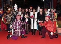 Monaco, le 20 Janvier 2017 41Ëme FESTIVAL INTERNATIONAL DU CIRQUE DE MONTE CARLO S.A.S La Princesse StÈphanie avec ses filles Pauline, Camille et StÈphane Bern © Pool Manu Vitali/Direction Communication