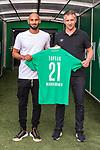 11.08.2019, wohninvest Weserstadion, Bremen, GER, Neuzugang Ömer / Oemer Toprak (Neuzugang Werder Bremen #21)<br /> <br /> im Bild<br /> <br /> Ömer / Oemer Toprak (Neuzugang Werder Bremen #21) mit Frank Baumann (Geschäftsführer Fußball Werder Bremen)<br /> <br /> Toprak wechselte von Dortmund nach Bremen<br /> <br /> Foto © nordphoto / Ewert