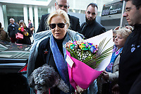 EXCLUSIF : Sylvie Vartan arrive en compagnie de son chien Muffin, au Th&eacute;&acirc;tre  Royal de Mons, en Belgique, pour un concert hommage &agrave; Johnny Hallyday.<br /> Belgique, Mons, 18 novembre 2018.<br /> EXCLUSIVE : French singer Sylvie Vartan arrives with her dog ' Muffin ' at the Royal Theater in Mons, Belgium, for a tribute concert to her ex husband and singer Johnny Hallyday.<br /> Belgium, Mons, 18 November 2018.