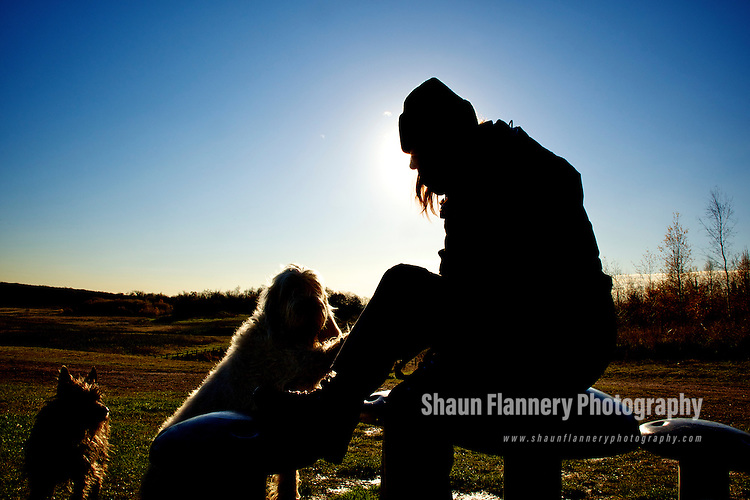 Pix: Shaun Flannery/shaunflanneryphotography.com...COPYRIGHT PICTURE>>SHAUN FLANNERY>01302-570814>>07778315553>>..26th November 2010..............Brodsworth Community Woodland, Doncaster, .site of the former Brodsworth Main Colliery..A dog walker takes a welcome break during a 'winter stroll'