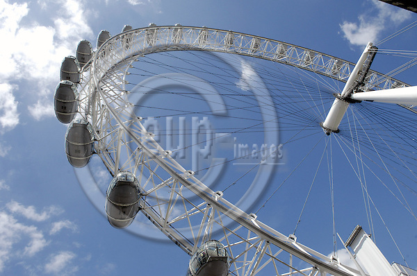London - Great Britain / United Kingdom - 28 June 2008---London Eye, the big observation (Ferris) wheel---tourism, architecture---Photo: Horst Wagner / eup-images
