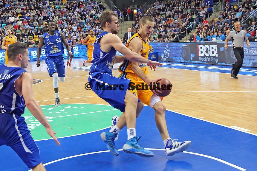 Danilo Barthel (Skyliners) gegen Levon KEndall (Alba) - Fraport Skyliners vs. Alba Berlin Fraport Arena Frankfurt