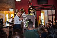 SÃO PAULO, SP, 03.06.2016 - POLITICA-SP - O ex Senador Eduardo Matarazzo Suplicy durante a Semana de Marketing Político da Escola Superior de Propaganda e Marketing. O encontro promovido pelos alunos ocorre no Joaquin Bar , na rua Alvaro Alvin, 22 na Vila Mariana, na tarde dessa sexta-feira na avenida Paulista. (Foto: Rogério Gomes/Brazil Photo Press)
