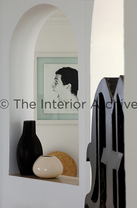 The large sculptured metal letter in the living room is a work by Paolo Perrelli