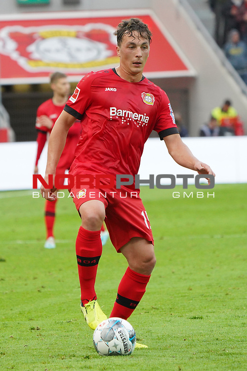 05.10.2019, BayArena, Leverkusen, GER, 1. FBL, Bayer 04 Leverkusen vs. RB Leipzig,<br />  <br /> DFL regulations prohibit any use of photographs as image sequences and/or quasi-video<br /> <br /> im Bild / picture shows: <br /> Julian Baumgartlinger (Leverkusen #15), Einzelaktion, Ganzkörper / Ganzkoerper,  <br /> <br /> Foto © nordphoto / Meuter