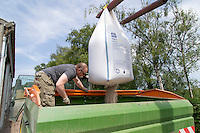 Loading compound nitrogen and sulphur fertilser - Lincolnshire, June