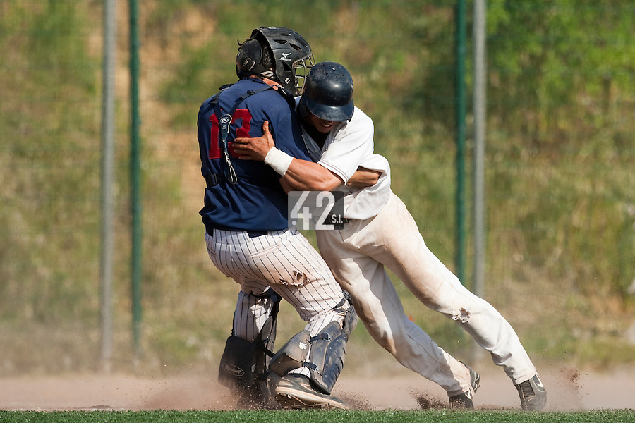 24 May 2009: Yann Dal Zotto of Savigny  is tagged out by Boris Marche of Rouen while off base during the 2009 challenge de France, a tournament with the best French baseball teams - all eight elite league clubs - to determine a spot in the European Cup next year, at Montpellier, France. Rouen wins 7-5 over Savigny.