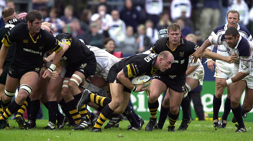 Photo. Richard Lane. .Swansea v Wasps, Heineken Cup Pool 6. 7/10/2000..Lawrence Dallaglio breaks from the base of the scrum.