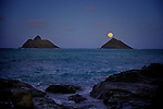 Perigee Moon over iconic Mokulua Islands from Lankai Point May 5, 2012