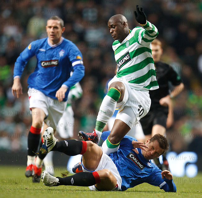 Lee McCulloch tackles Marco Fortune