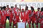 die Bayern mit der Meisterschale, Siegerehrung,<br />Serge GNABRY (M) mit der Schale, <br />Jubel, jubeln, Freude, cheers, <br /><br />Sport: Fussball: 1. Bundesliga: Saison 19/20: 34.Spieltag, <br />VFL WOLFSBURG - FC BAYERN MUENCHEN <br />am 27.06.2020 in der Volkswagen Arena Wolfsburg, <br /><br />Nur fuer journalistische Zwecke! <br />Only for editorial use!<br />Gemaess den Vorgaben der DFL Deutsche Fussball Liga ist es untersagt, in dem Stadion und/oder vom Spiel angefertigte Fotoaufnahmen in Form von Sequenzbildern und/oder videoaehnlichen Fotostrecken zu verwerten bzw. verwerten zu lassen. <br />DFL regulations prohibit any use of photographs as image sequences and/or quasi-video.<br />National and International News Agencies OUT<br />NO RESALE!