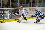 08.09.2017, Eissporthalle am Seilersee - Das Eiswerk, Iserlohn, GER, DEL, Iserlohn Roosters vs Schwenninger Wild Wings, im Bild<br /> <br /> von links: Marc El-Sayed ( Schwenningen #91 ), Alexander Bonsaksen ( Iserlohn #47 )<br /> <br /> <br /> Foto &copy; nordphoto / Treese