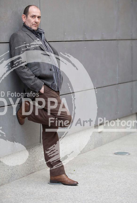 """27/11/2012 Madrid, España, Posado de Karra Elejalde  durante la presentacion de la pelicula """"Invasor"""" en la academia de cine (C) Nacho Lopez/ DyD Fotografos"""